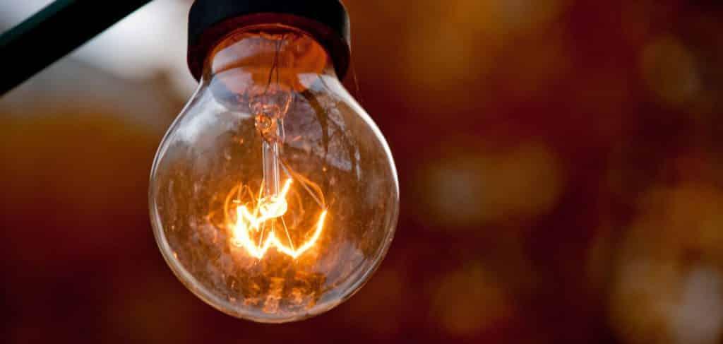 Ampoule allumée - idée
