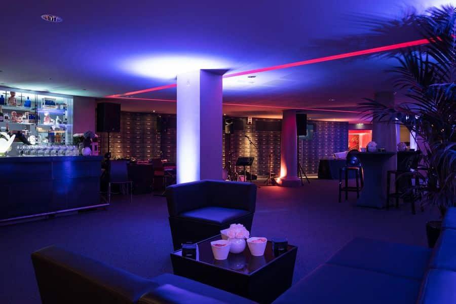 organiser une soir e de fin d 39 ann e en last minute kactus. Black Bedroom Furniture Sets. Home Design Ideas